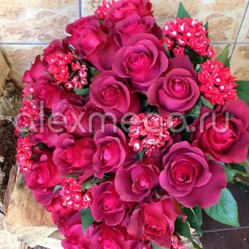 Букет с розой Элит и бувардией