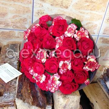 Букет с розами и гвоздиками