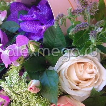 Корзина авторская с ароматными розами David Austin
