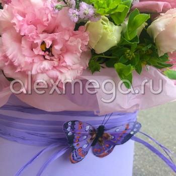 Композиция с розой кустовой в шляпной коробке