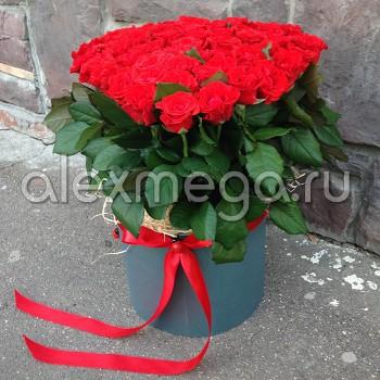 Сердце из роз в шляпной коробке