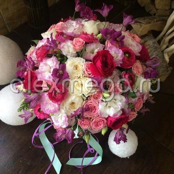 Композиция с пионовидной розой в шляпной коробке