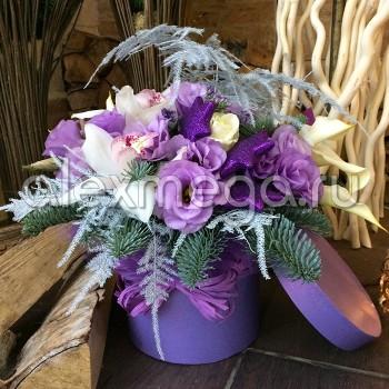 """Композиция """"Вдохновение флориста"""" с елью в шляпной коробке"""