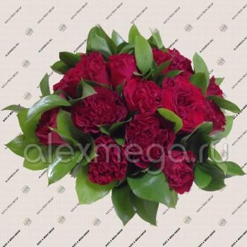 Букет из двух сортов пионовидной розы