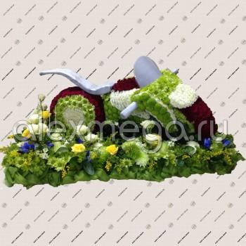 Игрушка из цветов: Мотоцикл