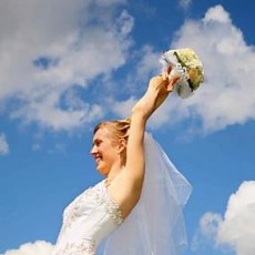 Откуда пришла традиция бросать букет невесты