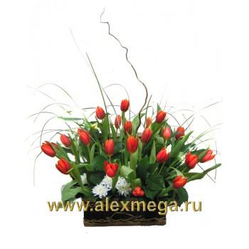 Цветочный сундучок с тюльпанами