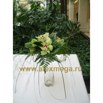 Оформление цветами. Композиции из зеленых орхидей для украшения фуршетного стола ресторана