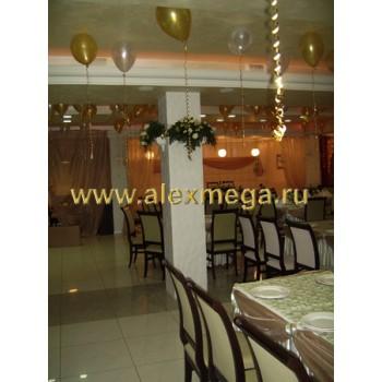Оформление цветами свадьбы, ресторан PATHE. Композиции на колонны.