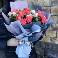 Доброе утро 😃! Желаем всем отличного и продуктивного дня! Букет в наличии//2500₽//——————— AlexMegaGroup AMG#alexmegagroup#alexmega#amg#цветочки#цветы#flowers#цветыназаказ#доставкабукетов#цветывкоробке#101роза#букет#свадьба#цветынасвадьбу#свадебноеоформление#букетневесты#флористика#подарок#магазинцветочки#сходненская#фабрициуса40#тушинсfкая#циолковского7#митино#пятницкоешоссе42#магазинцветочки#шляпныекоробки#ящички#ящикисцветами#цветочкиь#живопись#искусство