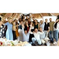 21й День Рождения Alex&MegaGroup!!! Дорогие друзья спасибо,что вы с нами всё эти годы!!! Благодарим Вас за доверие!!! С каждым годом наша команда @alexmegagroup становится  все более талантливее и благодаря этому мы приобретаем мастерство и соответствуем стандартам высокой флористики!!! Отдельная благодарность и большущее спасибо нашим друзьям : Лучшим ведущим и музыкантам @arsenkipera @oleg_efimkin @dj_fun_moscow @evgenykatugin  Замечательной команде фото и видеомейкеров @k.o.v.d.a @kovdasp @imanishi17