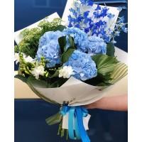 Оригинальный букет с шикарной гортензией от @alexmegagroup 💙 . Мы поможем воплотить в жизнь любые ваши желания 💐 . Цена букета 5000р . ——————— AlexMegaGroup AMG#alexmegagroup#alexmega#amg#цветочки#цветы#flowers#цветыназаказ#доставкабукетов#цветывкоробке#101роза#букет#свадьба#цветынасвадьбу#свадебноеоформление#букетневесты#флористика#подарок#магазинцветочки#сходненская#фабрициуса40#тушинсfкая#циолковского7#митино#пятницкоешоссе42#деньсемьи#деньрожжения#гортензия