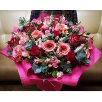 Коллеги-они ведь тоже любимые! Очень здорово,когда сотрудники подходят к цветочному подарку так,словно выбирают для себя,описывая и прорабатывая каждую деталь☝🏻. А про нас вы все знаете,все ваши цветочные подарки 🎁мы собираем с большой любовью,каждый как для себя💕/7000₽/——————— AlexMegaGroup AMG#alexmegagroup#alexmega#amg#цветочки#цветы#flowers#цветыназаказ#доставкабукетов#цветывкоробке#101роза#букет#свадьба#цветынасвадьбу#свадебноеоформление#букетневесты#флористика#подарок#магазинцветочки#сходненская#фабрициуса40#тушинсfкая#циолковского7#митино#пятницкоешоссе42#магазинцветочки#шляпныекоробки#ящички#ящикисцветами#цветочки