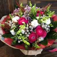 Доброе утро! Суббота отличный повод наведаться в гости к родителям и друзьям✨Прихватив с собой букет или просто охапку цветов! И то и другое ждёт Вас в наших магазинах @alexmegagroup ❤️ Букет на фото - 6800₽ ——————— AlexMegaGroup AMG#alexmegagroup#alexmega#amg#цветочки#цветы#flowers#цветыназаказ#доставкабукетов#цветывкоробке#101роза#букет#свадьба#цветынасвадьбу#свадебноеоформление#букетневесты#флористика#подарок#магазинцветочки#сходненская#фабрициуса40#тушинсfкая#циолковского7#митино#пятницкоешоссе42#магазинцветочки#шляпныекоробки#ящички#ящикисцветами#цветочки