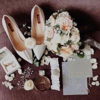 Букет невесты для прекрасной @suvorova_ ✨  Доверьтесь профессионалам в этот Важный День. Мы готовы создать букет вашей мечты. Опишите букет или пришлите картинку в Direct. Мы обязательно свяжемся с вами и обсудим детали. Делайте заказ заранее,не менее,чем за 1-2 недели! @alexmegagroup  Букет на фото-6900₽ ——————— AlexMegaGroup AMG#alexmegagroup#alexmega#amg#цветочки#цветы#flowers#цветыназаказ#доставкабукетов#цветывкоробке#101роза#букет#свадьба#цветынасвадьбу#свадебноеоформление#букетневесты#флористика#подарок#магазинцветочки#сходненская#фабрициуса40#тушинская#циолковского7#митино#пятницкоешоссе42#магазинцветочки#шляпныекоробки#ящички#ящикисцветами#цветочки#флорист#флористика#букет