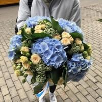 Такое огромное облако нежности😍 Воплотим все ваши смелые идеи 💡 . . ——————— AlexMegaGroup AMG#alexmegagroup#alexmega#amg#цветочки#цветы#flowers#цветыназаказ#доставкабукетов#цветывкоробке#101роза#букет#свадьба#цветынасвадьбу#свадебноеоформление#букетневесты#флористика#подарок#магазинцветочки#сходненская#фабрициуса40#тушинская#циолковского7#митино#пятницкоешоссе42#магазинцветочки#шляпныекоробки#ящички#ящикисцветами#цветочки#флорист#флористика#букет