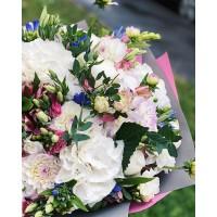 Цветы, как люди, на добро щедры и, людям нежность отдавая, они цветут, сердца обогревая, как маленькие, тёплые костры. ©️ . . ——————— AlexMegaGroup AMG#alexmegagroup#alexmega#amg#цветочки#цветы#flowers#цветыназаказ#доставкабукетов#цветывкоробке#101роза#букет#свадьба#цветынасвадьбу#свадебноеоформление#букетневесты#флористика#подарок#магазинцветочки#сходненская#фабрициуса40#тушинсfкая#циолковского7#митино#пятницкоешоссе42#магазинцветочки#шляпныекоробки#ящички#ящикисцветами#цветочкиь#живопись#искусство