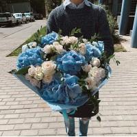 Прямо в сердце💙 Воздушное облако гортензии не оставит Вас равнодушным. . Стоимость Букета 4000₽ . ——————— AlexMegaGroup AMG#alexmegagroup#alexmega#amg#цветочки#цветы#flowers#цветыназаказ#доставкабукетов#цветывкоробке#101роза#букет#свадьба#цветынасвадьбу#свадебноеоформление#букетневесты#флористика#подарок#магазинцветочки#сходненская#фабрициуса40#тушинсfкая#циолковского7#митино#пятницкоешоссе42#деньсемьи#деньсемьилюбвииверности