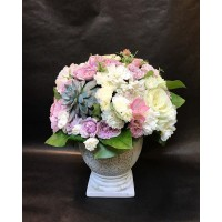 Ещё больше совершенства и изысканности ✨ нашим композициям придают суккуленты!  Есть выбор, различных размеров, расцветок и форм)  Поспешите 🏃🏻♀️🏃🏼♂️ добавить их в свой букетик 💐😊 Композиция на фото - 4000₽ ——————— AlexMegaGroup AMG#alexmegagroup#alexmega#amg#цветочки#цветы#flowers#цветыназаказ#доставкабукетов#цветывкоробке#101роза#букет#свадьба#цветынасвадьбу#свадебноеоформление#букетневесты#флористика#подарок#магазинцветочки#сходненская#фабрициуса40#тушинская#циолковского7#митино#пятницкоешоссе42#магазинцветочки#шляпныекоробки#ящички##цветочки#флорист#флористика#букет#ящикисцветами
